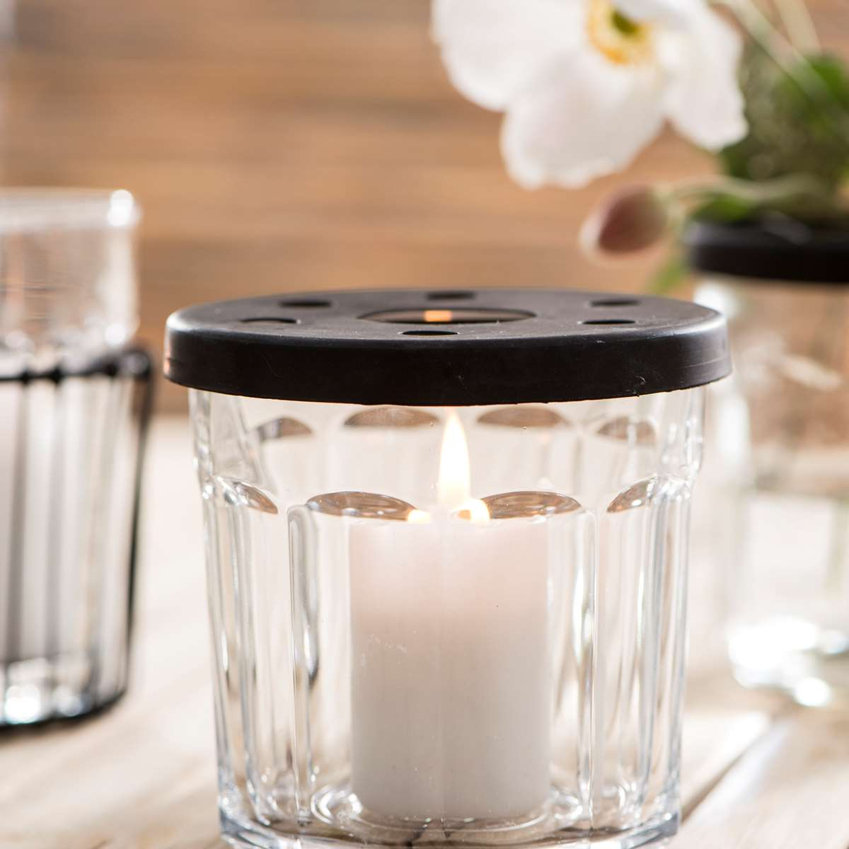 deckel mit l chern f r marmeladen glas. Black Bedroom Furniture Sets. Home Design Ideas